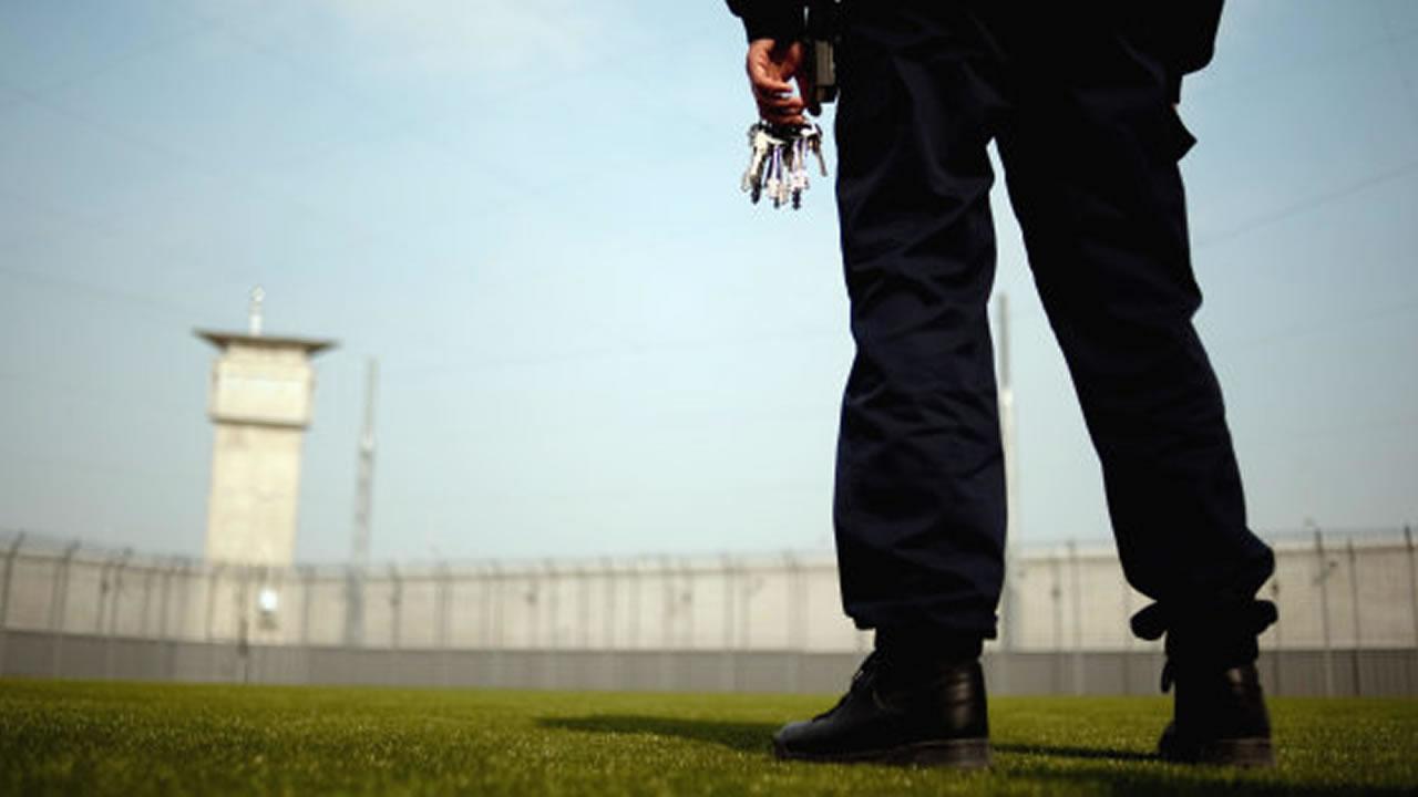 requisitos funcionario de prisiones
